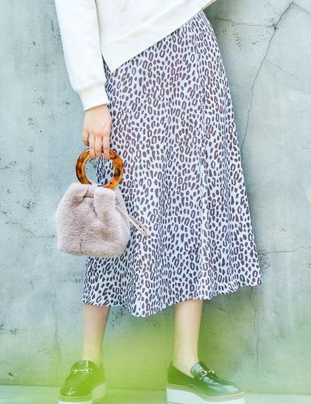 芸能人が幸せ!ボンビーガールで着用した衣装スカート