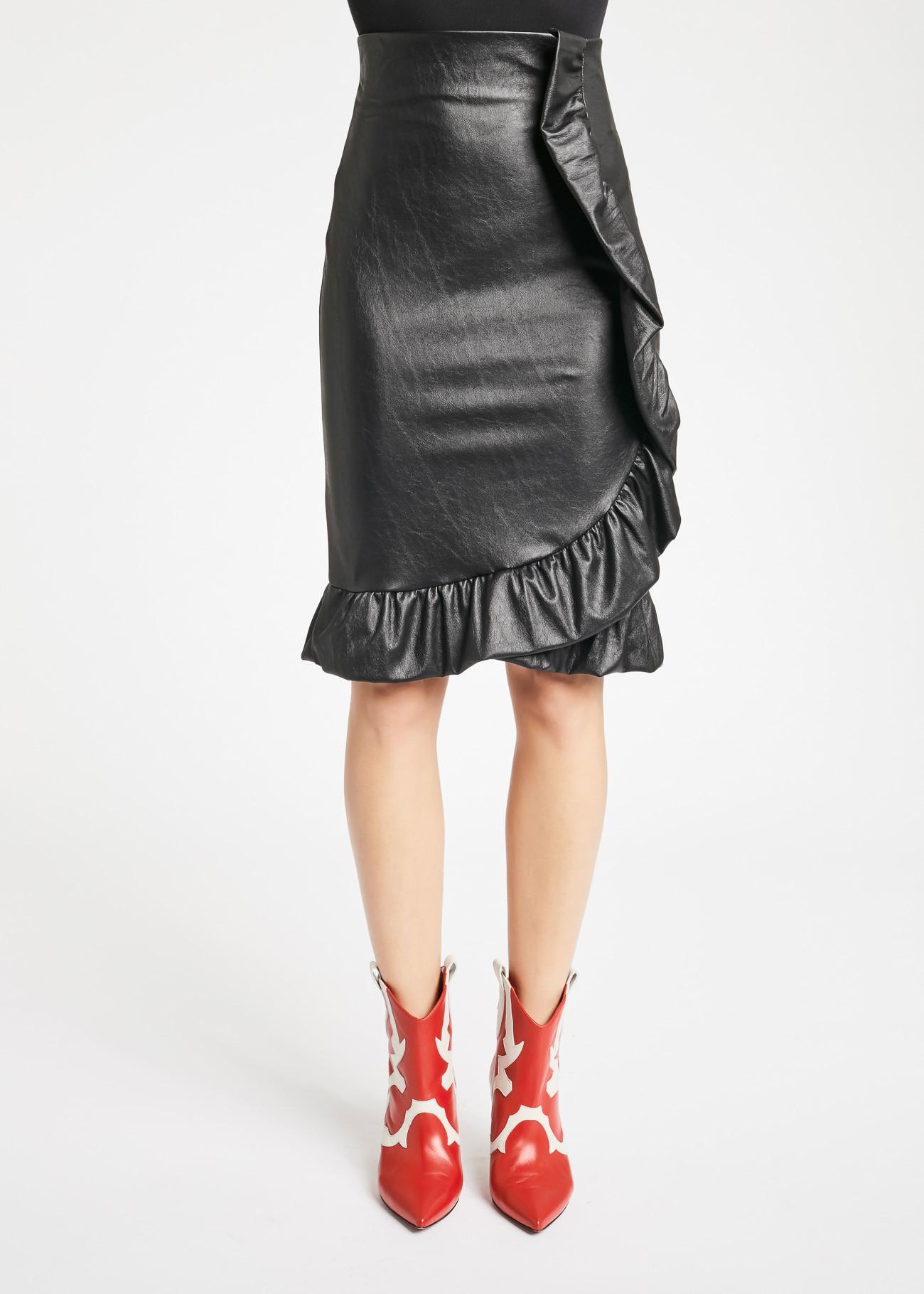 芸能人が人生が変わる1分間の深イイ話で着用した衣装スカート、ニット