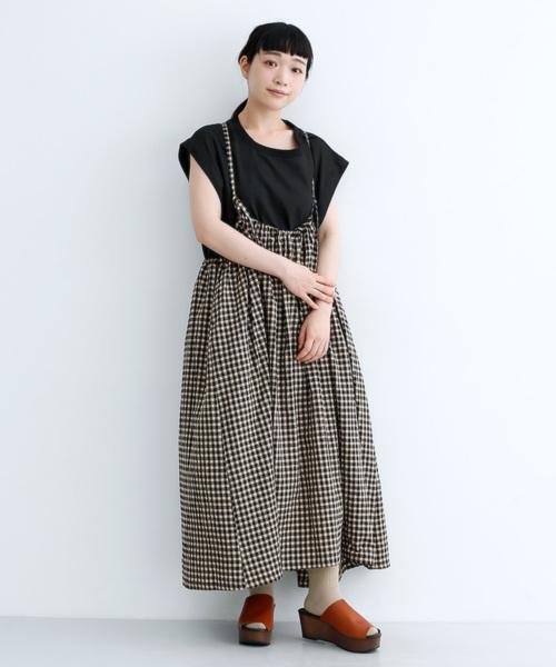 芸能人が教えてもらう前と後で着用した衣装スカート、ワンピース
