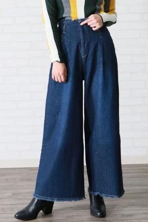 芸能人がヒキタさん!ご懐妊ですよで着用した衣装デニムパンツ