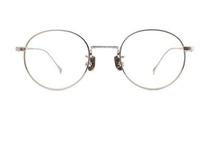 芸能人が同期のサクラで着用した衣装眼鏡