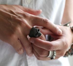 芸能人がチート~詐欺師の皆さん、ご注意ください~で着用した衣装指輪