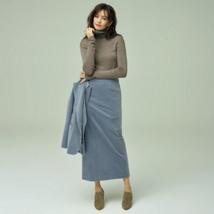 芸能人がシャーロックで着用した衣装スカート