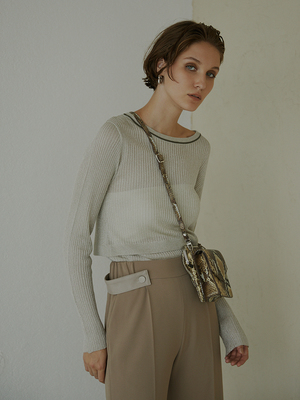芸能人がモトカレマニアで着用した衣装ニット