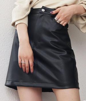 芸能人がニッポンノワールー刑事Yの反乱ーで着用した衣装スカート
