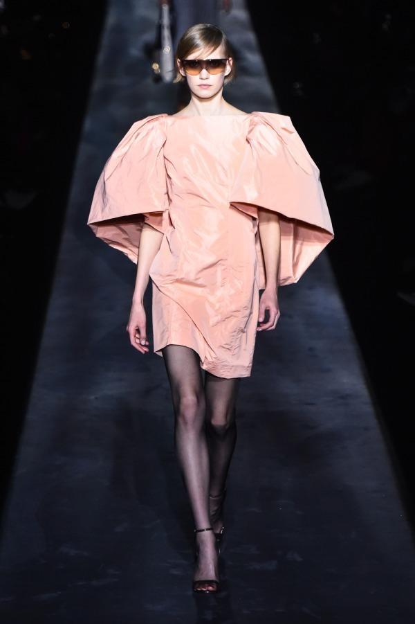 芸能人が表彰式 美脚大賞2019で着用した衣装ワンピース
