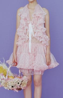 芸能人が東京国際映画祭で着用した衣装ワンピース