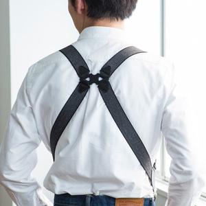 芸能人がニッポンノワールー刑事Yの反乱ーで着用した衣装サスペンダー