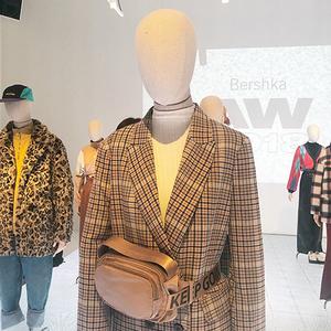 芸能人がInstagramで着用した衣装ジャケット/パンツ