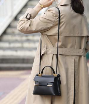 芸能人がモトカレマニアで着用した衣装バッグ