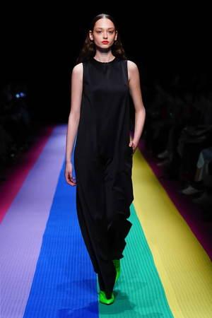 芸能人がソクラテスのため息~滝沢カレンのわかるまで教えてください~で着用した衣装オールインワン、ブラウス