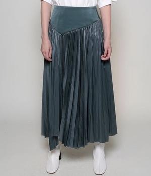 芸能人が1億人の大質問!?笑ってコラえて!で着用した衣装スカート、カットソー