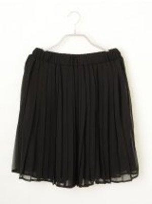 芸能人がインタビューで着用した衣装スカート