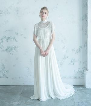 芸能人が4分間のマリーゴールドで着用した衣装ウェディングドレス