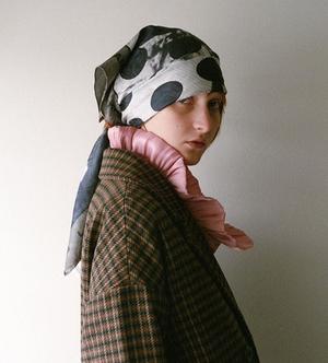 芸能人がシャーロックで着用した衣装スカーフ