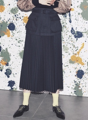 芸能人がInstagramで着用した衣装ニット/スカート