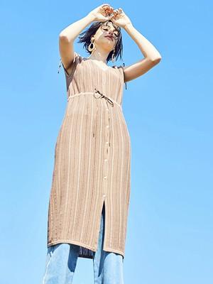 芸能人がアロハ・ソムリエで着用した衣装ワンピース