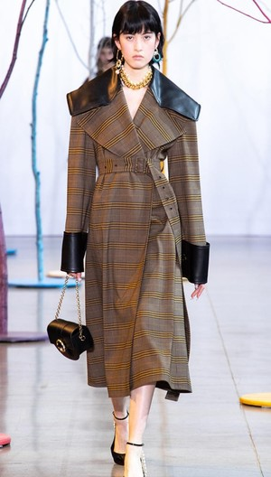 芸能人がしゃべくり007で着用した衣装コート