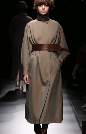 芸能人が知らなくていいコトで着用した衣装コート
