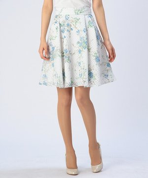 芸能人がアルジャーノンに花束をで着用した衣装スカート