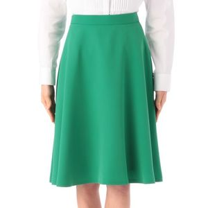 芸能人little glee monster manakaがTwitterで着用した衣装スカート