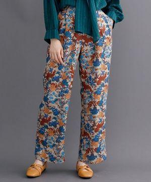 芸能人がシロでもクロでもない世界で、パンダは笑う。で着用した衣装パンツ