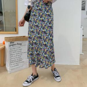 芸能人がカイモノラボで着用した衣装スカート