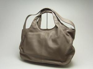 芸能人が不明で着用した衣装バッグ
