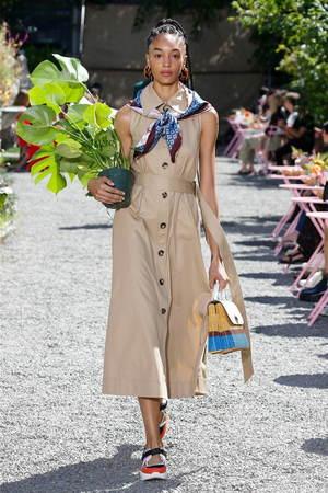芸能人がお披露目会 「ケイト・スペード ニューヨーク」グローバルアンバサダーで着用した衣装シューズ、ワンピース、バッグ