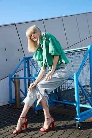 芸能人が痛快TVスカッとジャパンで着用した衣装ブラウス