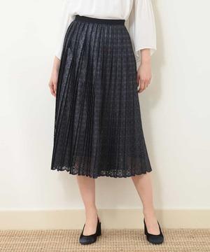 芸能人がプライムニュースで着用した衣装スカート