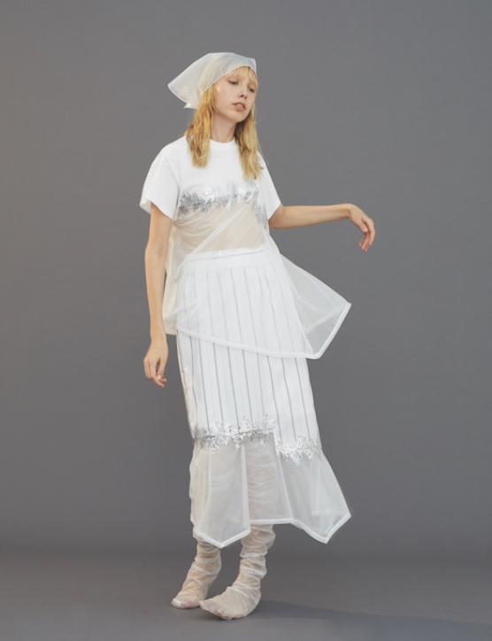 芸能人がアッコにおまかせ!で着用した衣装カットソー、スカート、シューズ