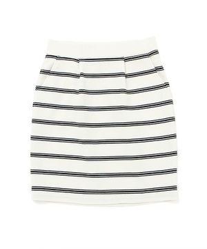 芸能人がブログで着用した衣装スカート