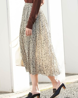 芸能人が女子高生の無駄づかい で着用した衣装スカート