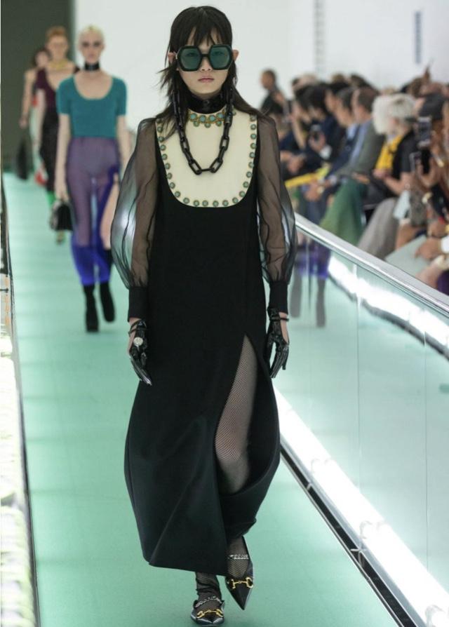 芸能人が授賞式 日本アカデミー賞で着用した衣装ワンピース