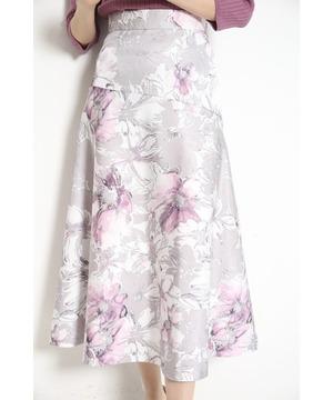 芸能人がFOOT×BRAINで着用した衣装スカート