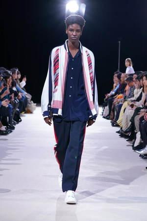 芸能人がザ!世界仰天ニュースで着用した衣装ジャケット