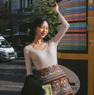 芸能人がカレンダーで着用した衣装ニット