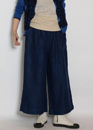 芸能人が隕石家族で着用した衣装パンツ