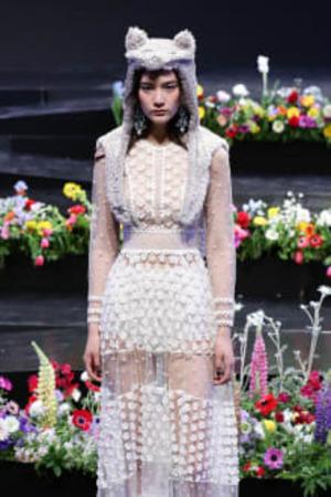 芸能人が東京国際映画祭で着用した衣装ドレス