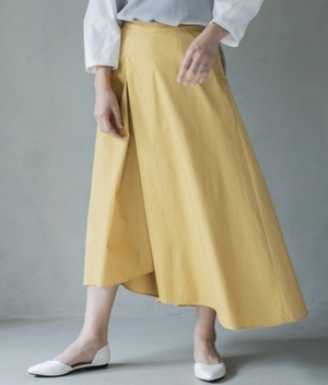 芸能人がZIP!で着用した衣装スカート、ブラウス