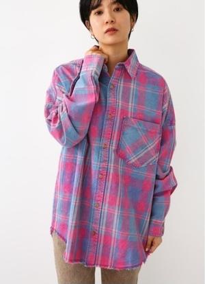 芸能人が隕石家族で着用した衣装シャツ