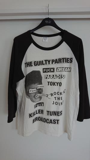 芸能人がInstagramで着用した衣装シャツ/ネックレス/リング