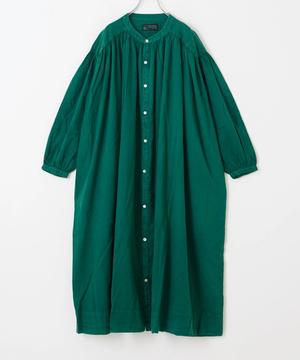 芸能人が隕石家族で着用した衣装ワンピース