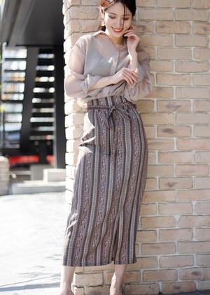 芸能人が美食探偵 明智五郎で着用した衣装スカート