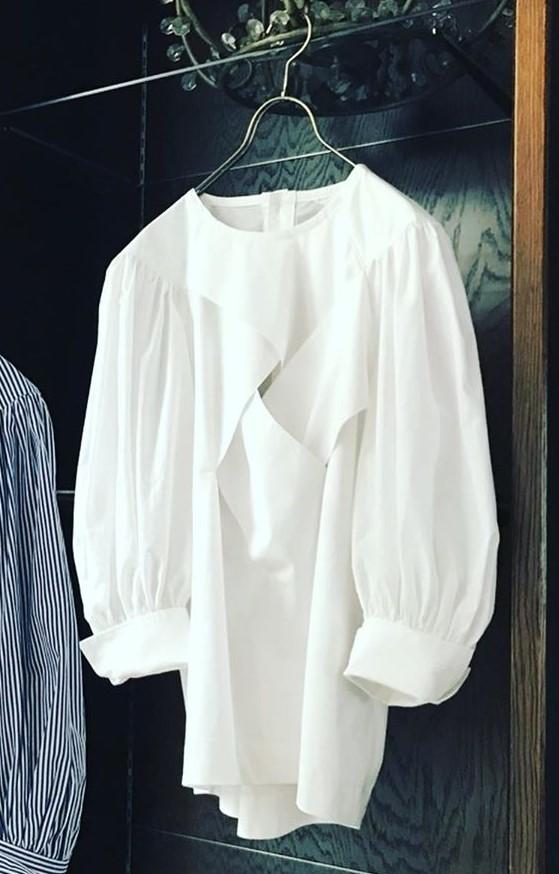 芸能人が2021ミス・ティーン・ジャパンで着用した衣装ブラウス、スカート