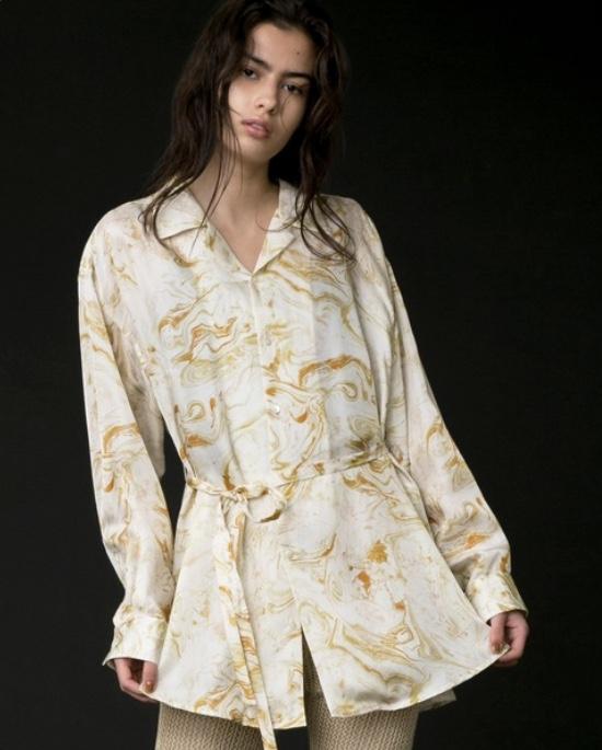 芸能人が沸騰ワードで着用した衣装シャツ / ブラウス