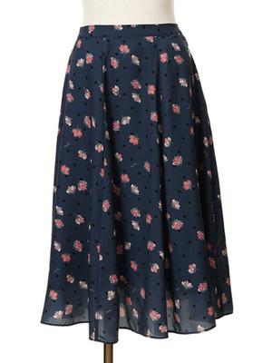 芸能人がDarling MVで着用した衣装スカート