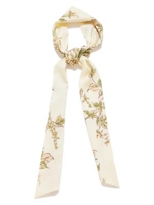 芸能人がInstagramで着用した衣装スカーフ