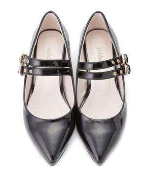 芸能人がInstagramで着用した衣装靴